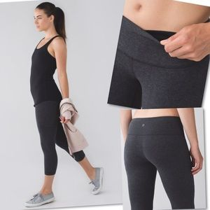 LULULEMON HEATHERED BLACK WUNDER UNDER CROP SZ 4